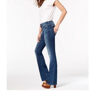 Look flawless in these figure-flattering Jeans